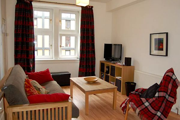 Modern 1 Bed Holiday Apartment To Let In Edinburgh