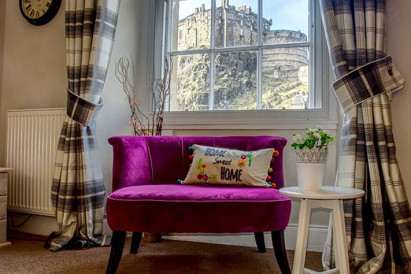 Central 2 Bedroom Holiday Let Apartment In Edinburgh