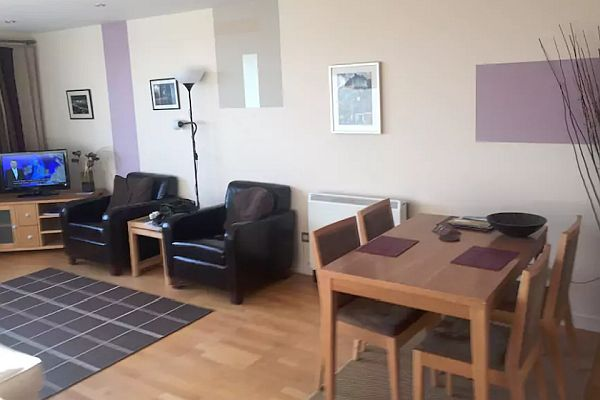 Spacious 1 Bedroom Holiday Let Mews Apartment In Edinburgh