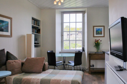 A Delightful 2 Bedroom Apartment To Rent In Edinburgh