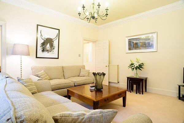 Luxury 2 Bedroom Holiday Apartment To Let In Edinburgh